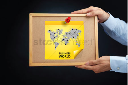 Cork board : Hands holding a board with an infographic map