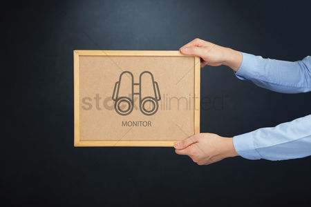 Cork board : Hands holding board with monitor concept