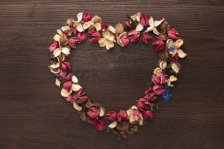 Shape : Heart shaped dried flowers
