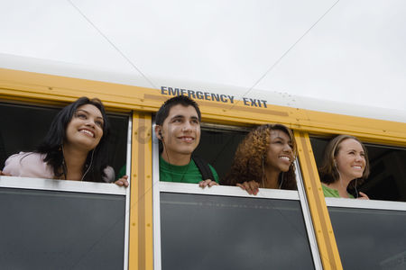 Friends : High school students on a bus