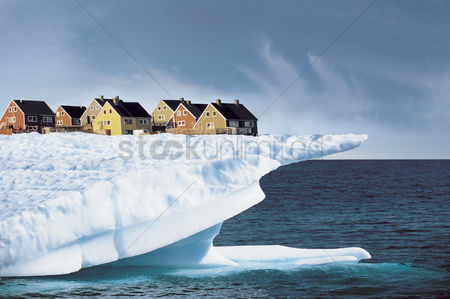 Greenhouse : Houses on edge of ice cliff