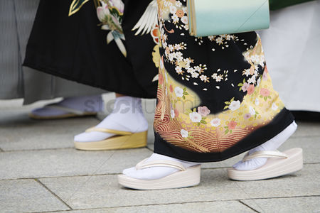 Traditional clothing : Japanese women in traditional dress at meiji shrine
