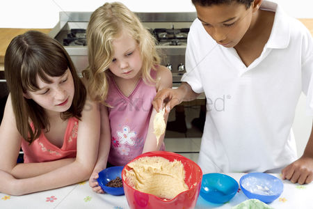 Adorable : Kids learning baking