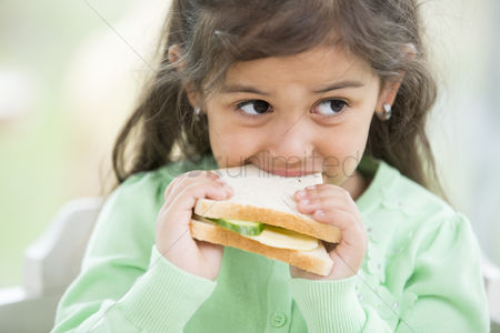 Czech republic : Little girl eating sandwich at home