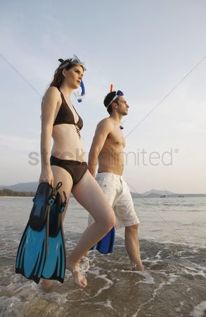 Diving : Man and woman carrying snorkeling gear