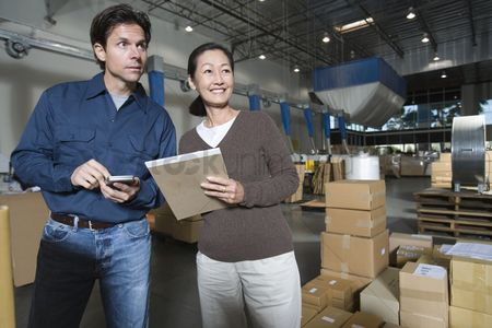 Notepad : Man and woman in distribution warehouse