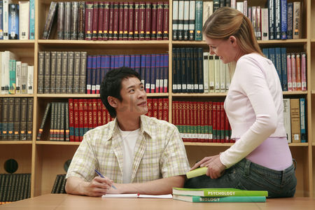 College : Man and woman in the library