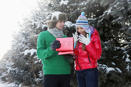 Cold temperature : Man giving woman a surprise gift