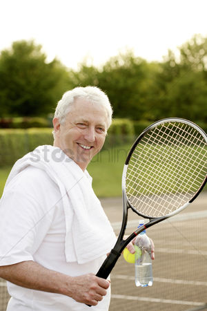 Lively : Man holding a tennis racquet and a bottle of water