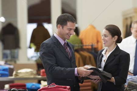 Client : Man in clothing store