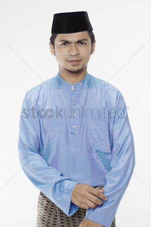 Baju melayu : Man in traditional clothing posing for the camera