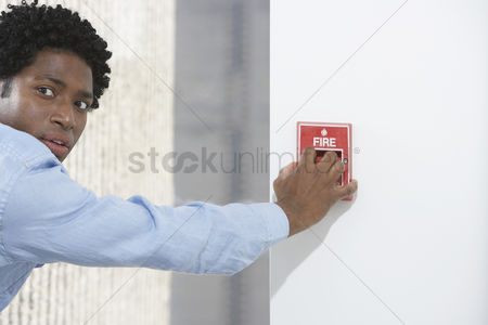 Alert : Man starting fire alarm indoors