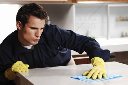 Tidy : Man wiping the table