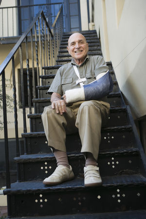 Bald : Man with broken arm sitting on stairs