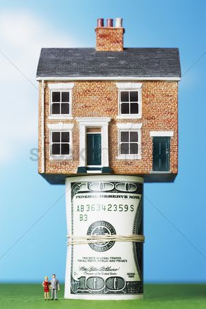 Us : Model house on roll of  100 notes