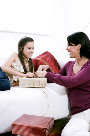 Comfy : Mother and daughter wrapping present