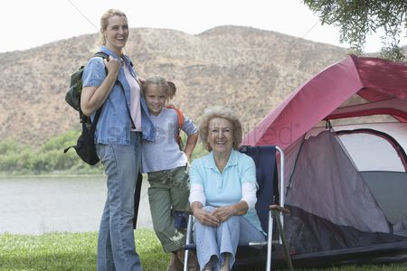 Pitch : Mother daughter and grand-daughter outside tent