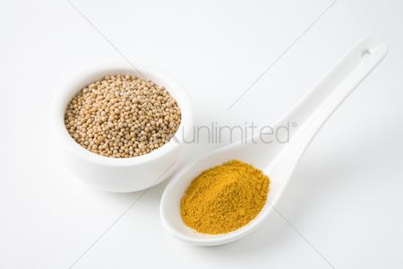 Bowl : Mustard seeds and turmeric