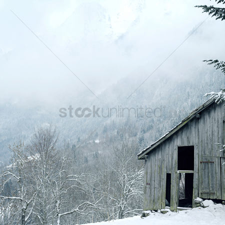 Winter : Old hut on the hill top