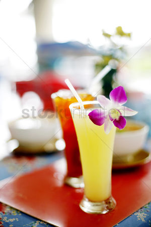 Refreshment : Orange juice and ice lemon tea