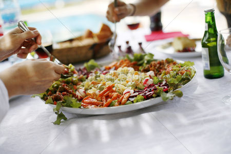 Food  beverage : People sharing a large plate of dish