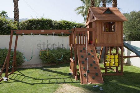 Sets : Play equipment in backyard