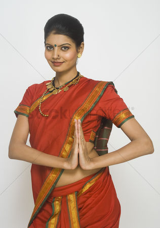 Dance : Portrait of a maharashtrian woman greeting in prayer position