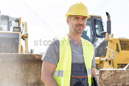 Supervisor : Portrait of confident supervisor standing at construction site