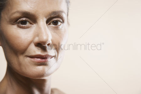 Head shot : Portrait of mature woman