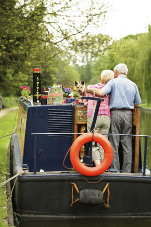 Houseboat : Senior couple and their dog on the houseboat