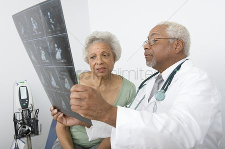 Expertise : Senior practitioner  and patient examine xray