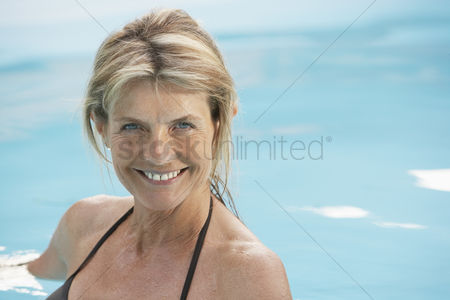 Mature : Senior woman in swimming pool