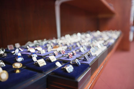 Accessories : Set of hand cufflinks on display