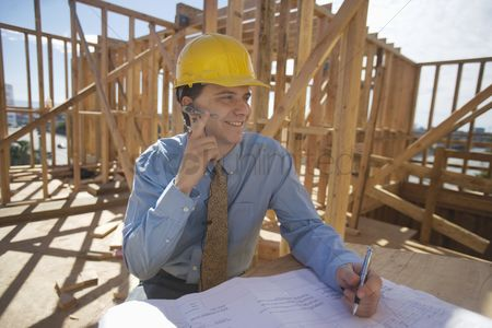 Earpiece : Site manager with building plans
