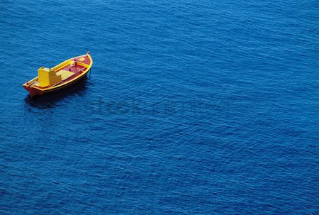 Remote : Small boat on water