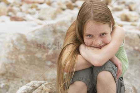 Posed : Smiling girl outdoors