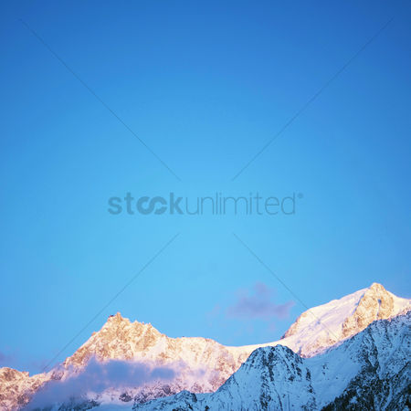 Winter : Snow-covered mountain landscape
