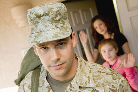 Gesturing : Soldier leaving family outside home