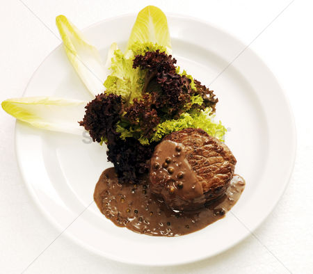 Appetite : Steak fillet with peppercorn sauce and rocket salad