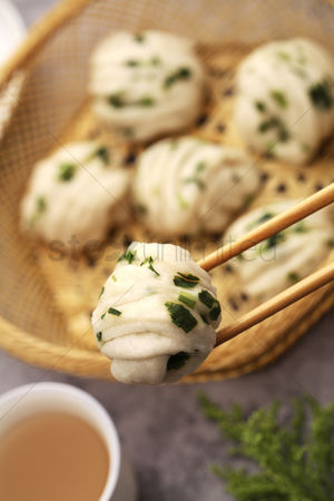 Spring : Steamed prawn dumplings with spring onion