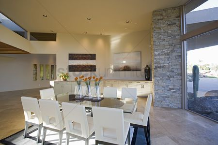 Decor : Sunlit palm springs dining room