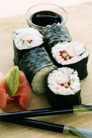 Ready to eat : Sushi with wasabi and soy sauce