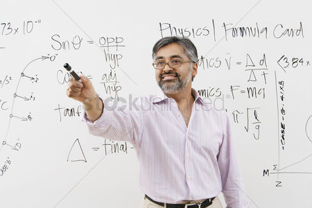 Instruction : Teacher in front of whiteboard