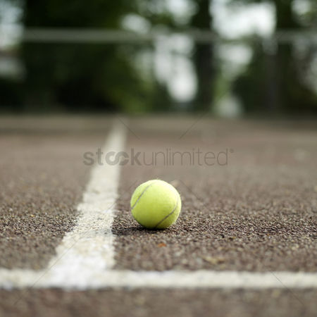 Outdoor : Tennis ball in tennis court