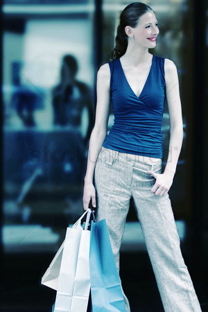 Shopping : Woman carrying paper bags