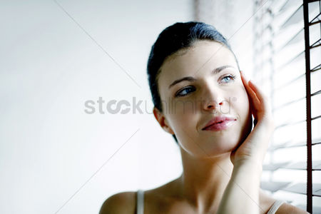 Contemplation : Woman daydreaming