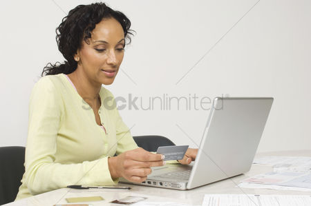 Notebook : Woman doing an online transaction
