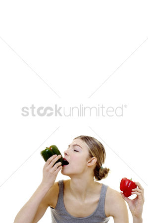 Satisfying : Woman eating capsicum