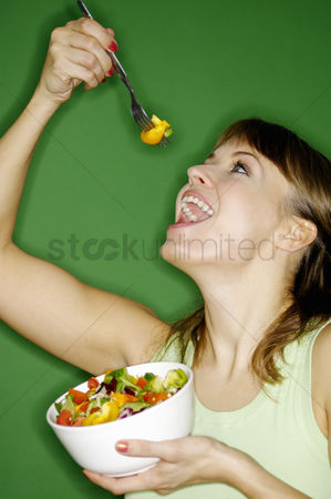 Appetite : Woman enjoying a bowl of salad