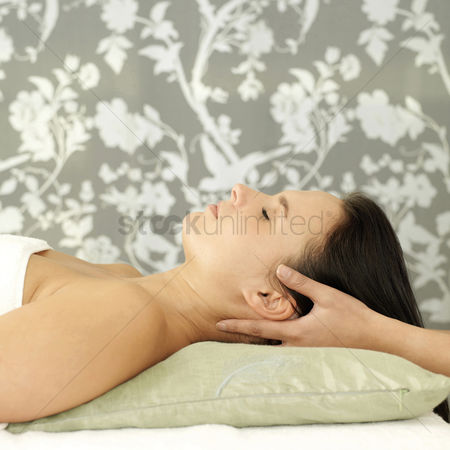 Body : Woman enjoying a head massage